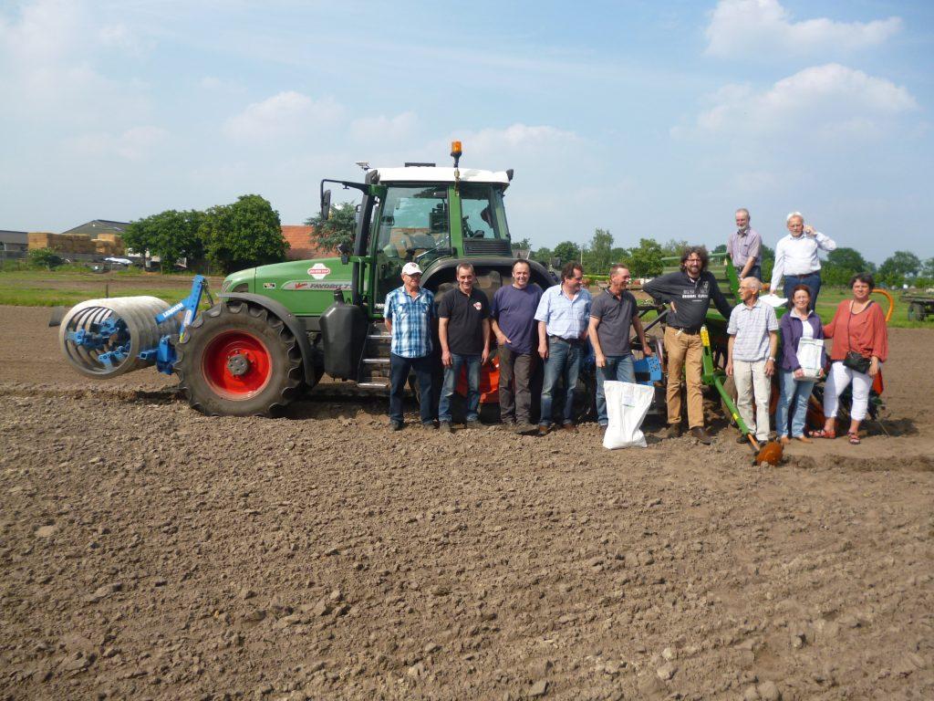 Samen voor de Patrijs - inzaai van kruidenrijk granenmengsel in juni 2016